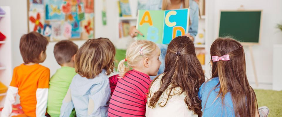 Dzieci wprzedszkolu ucząsię literek